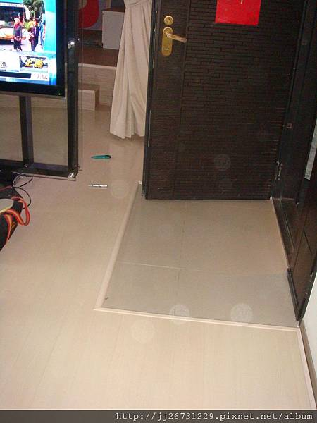 鋼琴面拍立扣-瑞士白橡-20120301-01-2玄關5-超耐磨木地板/強化木地板