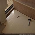 鋼琴面拍立扣-瑞士白橡-20120301-02客廳-01波浪10-1-超耐磨木地板/強化木地板