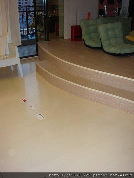 鋼琴面拍立扣-瑞士白橡-20120301-02客廳-01波浪13-超耐磨木地板/強化木地板