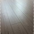 長板水波紋系列-現代橡木04-超耐磨木地板/強化木地板