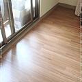 無縫抗潮-賓賓系列-12071412-靠窗3-經典柚木-三峽老街-超耐磨木地板 強化木地板.JPG