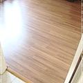 無縫抗潮-賓賓系列-12071404-向內4-經典柚木-三峽老街-超耐磨木地板 強化木地板.JPG