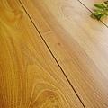 超耐磨強化木地板-長板中浮雕12mm-多倫多橡木06.jpg