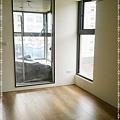 無縫抗潮-賓賓系列-阿爾卑斯橡木120808-01客廳01-宜蘭礁溪-超耐磨木地板 強化木地板.jpg