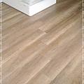 無縫抗潮-賓賓系列-阿爾卑斯橡木120808-02樓梯下06-宜蘭礁溪-超耐磨木地板 強化木地板.jpg