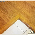 鋼琴面拍立扣-柚木-12042607- 新店-超耐磨木地板強化木地板.JPG