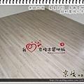 無縫抗潮-賓賓系列-13011608-馬爾墨柚木-新竹寶山 超耐磨木地板.強化木地板 主臥落地窗前.JPG