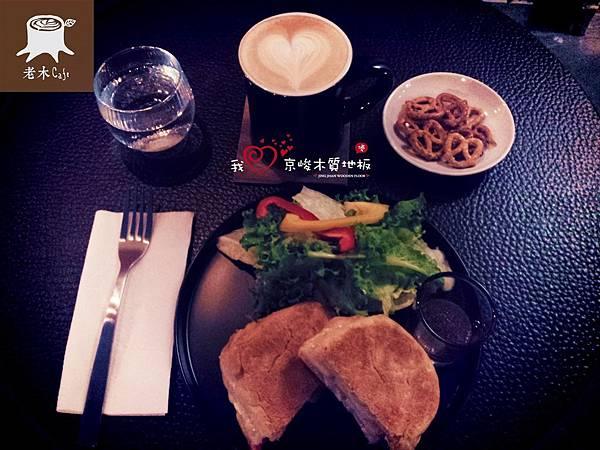 大安區老木咖啡2013082408芥子燻雞帕尼尼.jpg