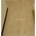 無縫系列-洗白松木-土城8014122-超耐磨木地板.jpg