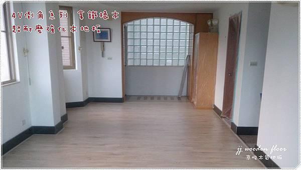 拿鐵橡木-超耐磨木地板-客廳04.jpg
