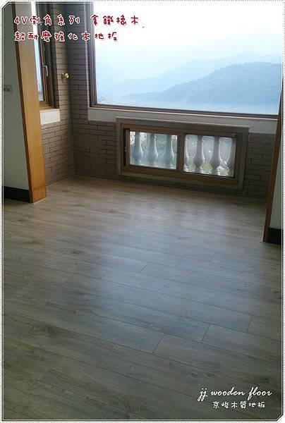 拿鐵橡木-超耐磨木地板-客廳01.JPG