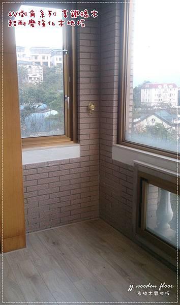 拿鐵橡木-超耐磨木地板-客廳02.JPG