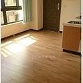 倒角系列 焦糖瑪奇朵 客廳 超耐磨地板 (4).jpg