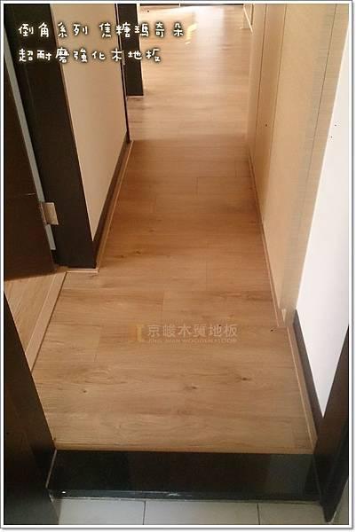 倒角系列 焦糖瑪奇朵 客廳 超耐磨地板 (6).jpg