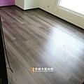 無縫抗潮 浮雕系列-北歐胡桃木-鶯歌-強化超耐磨木地板 (3).jpg
