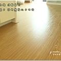 無縫抗潮浮雕系列-直紋橡木-三峽北大-超耐磨木地板-地板近照.jpg