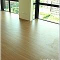 無縫抗潮浮雕系列-直紋橡木-三峽北大-超耐磨木地板-主臥1-4.jpg