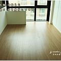 無縫抗潮浮雕系列-直紋橡木-三峽北大-超耐磨木地板-次臥1-2.jpg