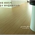 無縫抗潮浮雕系列-直紋橡木-三峽北大-超耐磨木地板-客廳1-4.jpg