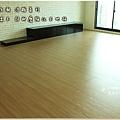 無縫抗潮浮雕系列-直紋橡木-三峽北大-超耐磨木地板-客廳1-6.jpg