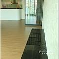 無縫抗潮浮雕系列-直紋橡木-三峽北大-超耐磨木地板-客廳1-5.jpg