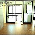 無縫抗潮浮雕系列-直紋橡木-三峽北大-超耐磨木地板-書房1-3.jpg