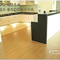 無縫抗潮浮雕系列-直紋橡木-三峽北大-超耐磨木地板-餐廳1-3.jpg