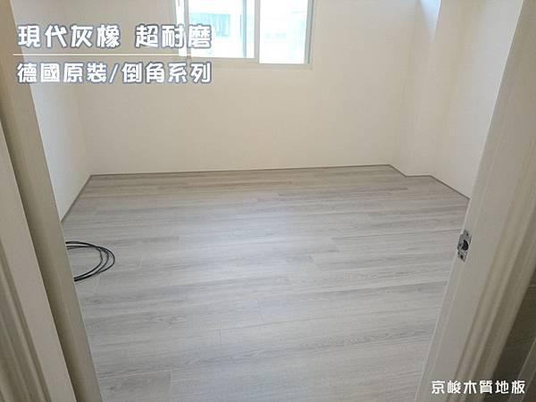 萊歐系列-現代灰橡-超耐磨木地板-房間.jpg