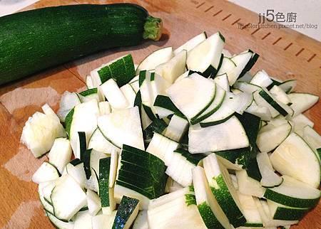 櫛瓜醬寬麵