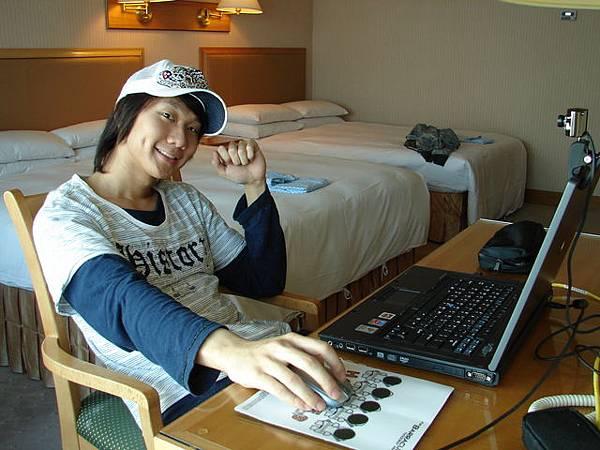 2005跨年-JJ飯店玩耍1.JPG