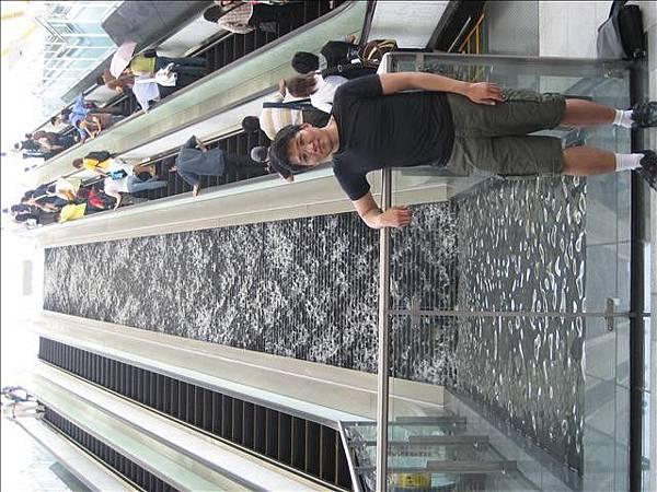 噴水樓梯個人照.jpg