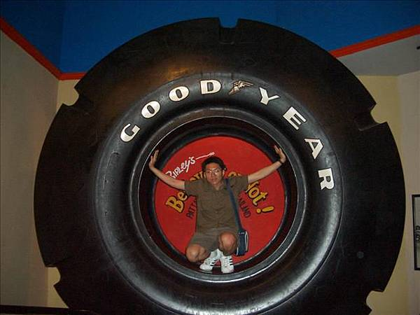 世界最大的輪胎.jpg