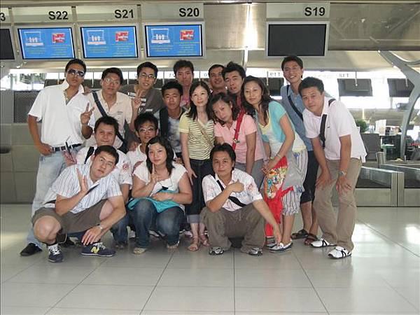 返回前機場大合照.jpg