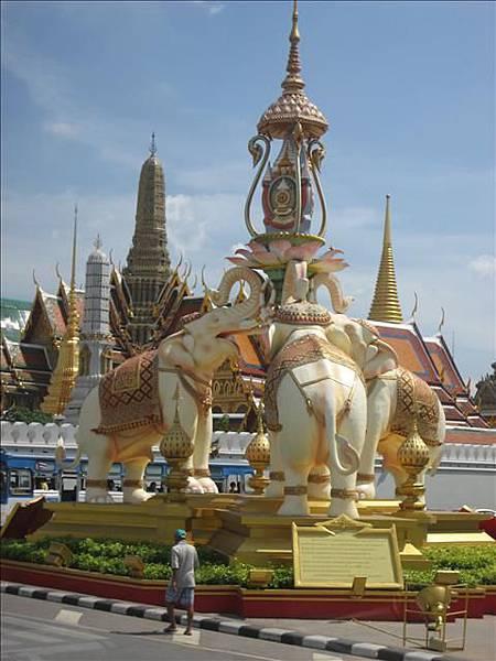 泰國皇宮標誌.jpg