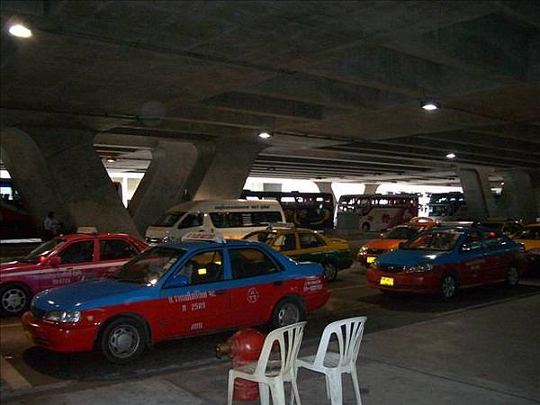 曼谷機場外景.jpg