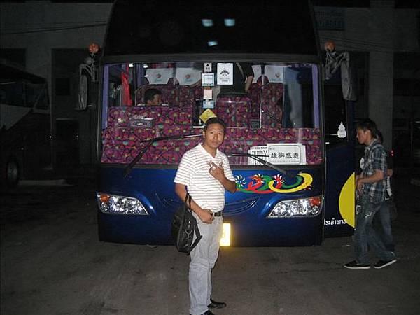 這次行程的bus及導遊飛哥.jpg
