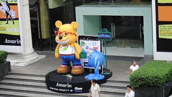 曼谷洲際飯店對面百貨公司的門口
