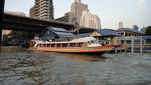 曼谷的交通船