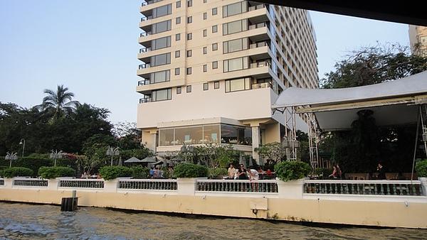 外觀樸實的東方文華酒店