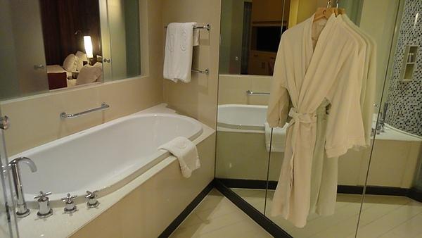 從浴室可以看到臥室