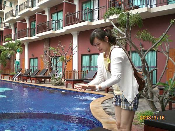 075.泳池的水很涼很乾淨!
