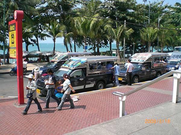092.在曼谷是比較小的嘟嘟車,Pattaya是比較大的雙排車