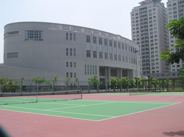 慈濟高中網球場.JPG