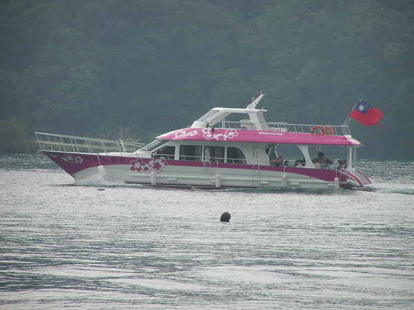 有國旗的遊艇.JPG