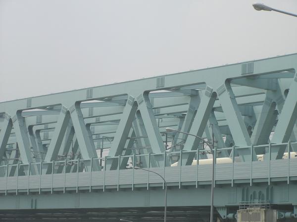 鐵橋上的高鐵列車.JPG