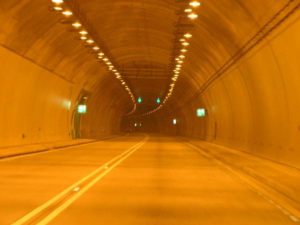 彎隧道.JPG