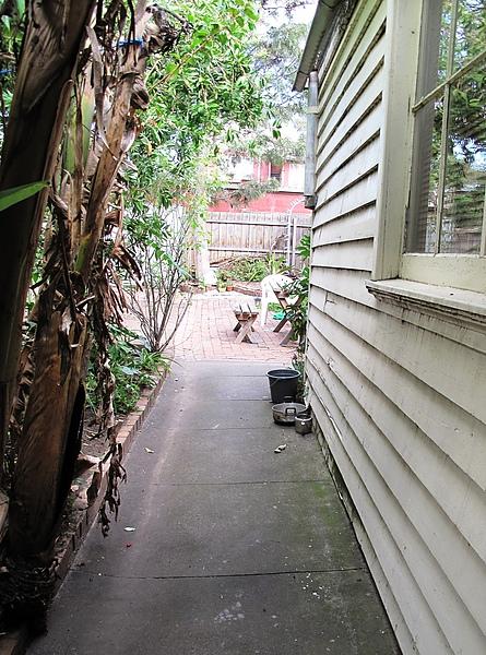 後門到後院的走廊-2