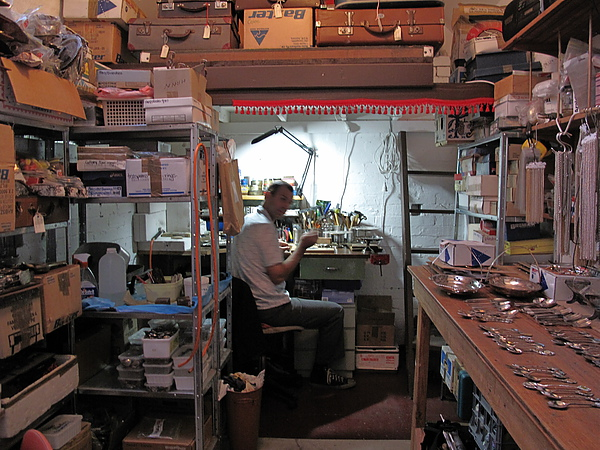 Greg in studio-2  (裡面是工作檯二)