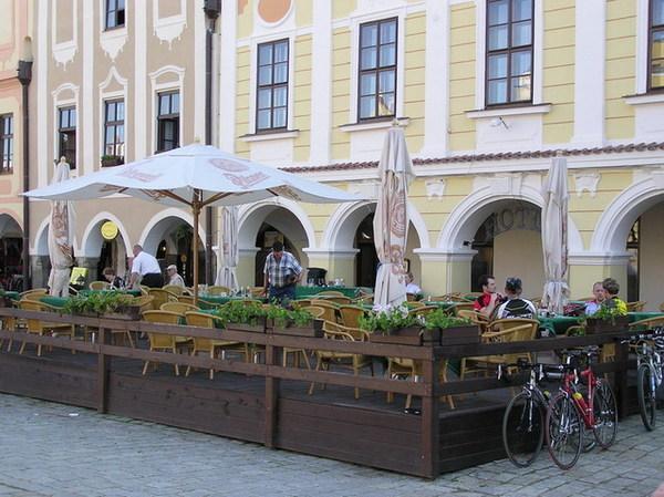廣場上的餐廳