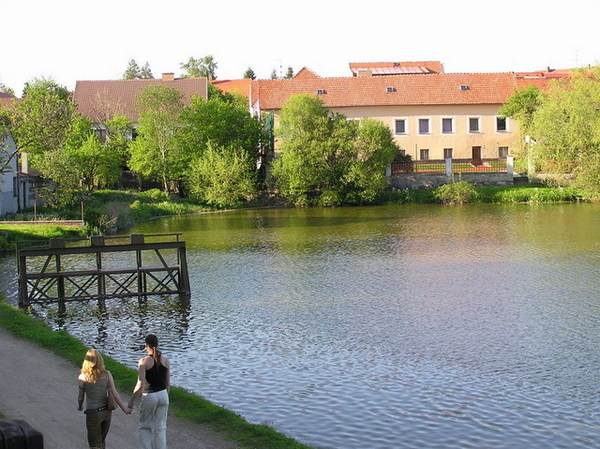 Štěpnický rybník湖邊步道